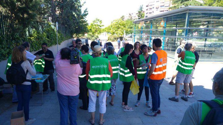 Vecinos del barrio de Alameda de Osuna saldrán de nuevo a limpiar las calles