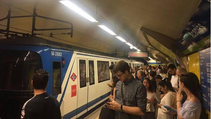 Los sindicatos denuncian una mala planificación de las alternativas al cierre de la Línea 5 de Metro