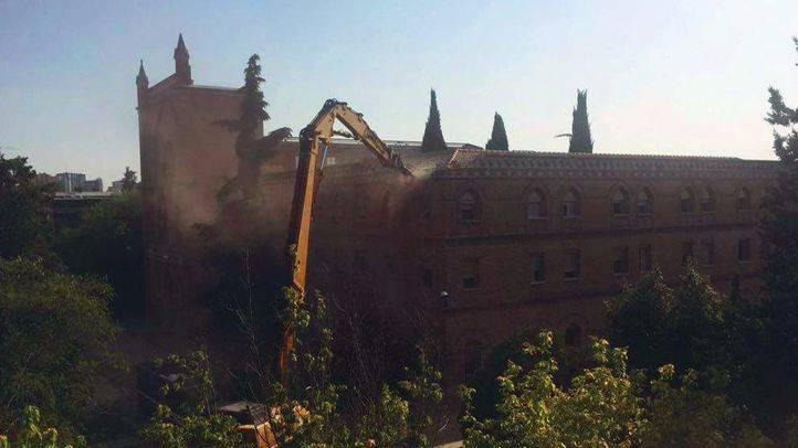 La Comunidad asegura que paralizará definitivamente el derribo del convento de las Damas Apostólicas y se compromete a recuperarlo
