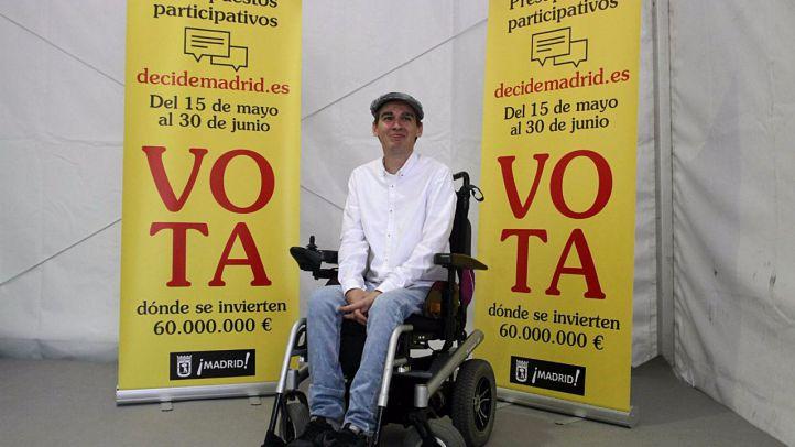 Pablo Soto presenta las voraciones de presupuestos participativos en la pradera de San Isidro.