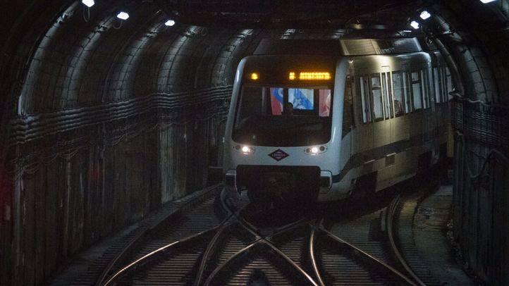 Al menos cuatro grafiteros detienen un tren de Metro para realizar pintadas