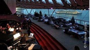 Sleep, ocho horas de música en directo con el público acostado