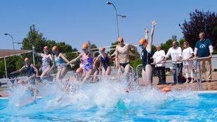 Las piscinas acogen una nueva edición de Mójate por la Esclerosis Múltiple