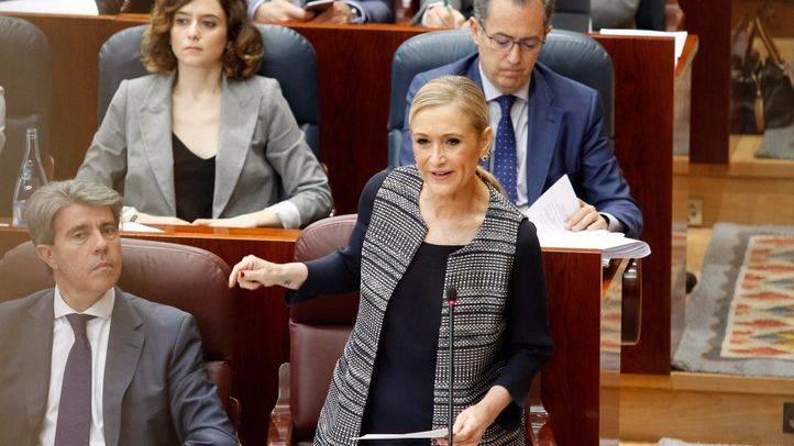 Cristina Cifuentes, presidenta de la Comunidad de Madrid, en la sesión de control en el pleno de la Asamblea de Madrid.