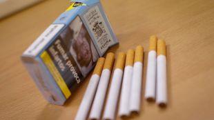 Cigarrillos de tabaco liados, cajetilla.