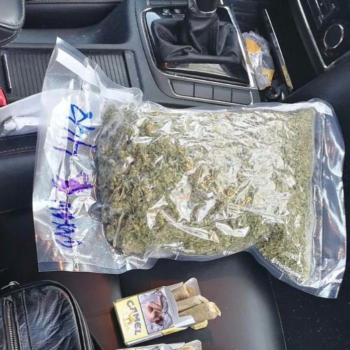 Dos detenidos por transportar marihuana en un vehículo VTC en Hortaleza