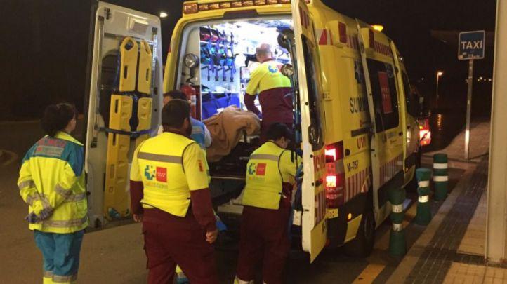Los servicios de emergencias atendiendo a los heridos