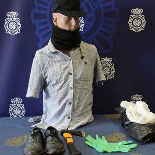 Detenido un sexagenario por intentar atracar un banco con un hacha