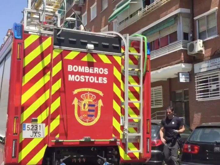 Dos heridos muy graves en un incendio en una vivienda de Móstoles
