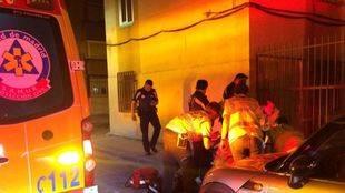Los servicios de emergencias atienden al herido en Ciudad Lineal