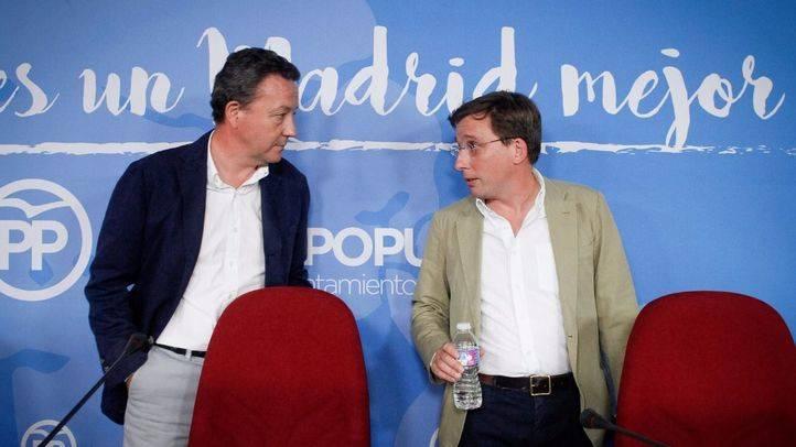 Íñigo Henríquez de Luna y José Luis Martínez-Almeida, número dos y uno del PP en el Ayuntamiento de Madrid.