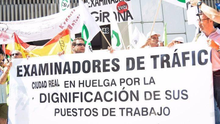 Concentración de los examinadores de tráfico en la jornada de huelga convocada en toda España para protestar por la 'asfixiante' falta de personal en el colectivo.