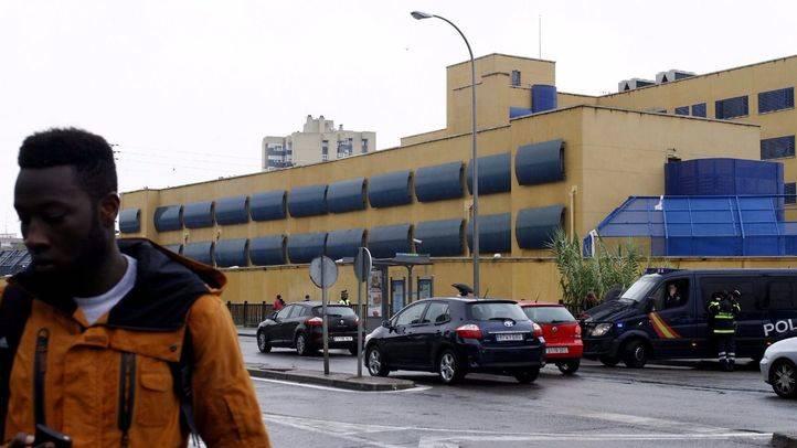 Cuatro autos judiciales instan al CIE de Aluche a cumplir la legalidad
