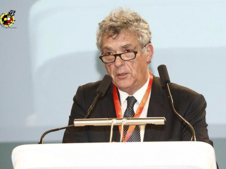 El Consejo Superior de Deportes baraja pedir la apertura de expediente disciplinario a Villar para suspenderle de la federación