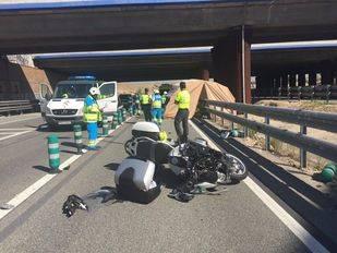Fallece un motorista en un accidente en la M-50