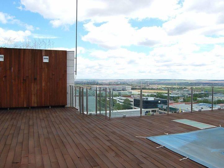 Un madrileño descubre que le han realquilado el piso en Airbnb