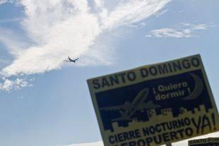 Protesta de los vecinos de la urbanización de Santo Domingo contra los ruidos producidos por los aviones del aeropuerto Adolfo Suárez Madrid Barajas en 2011.