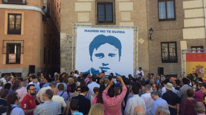 Homenaje a Miguel Ángel Blanco en la Plaza de la Villa. (Archivo)