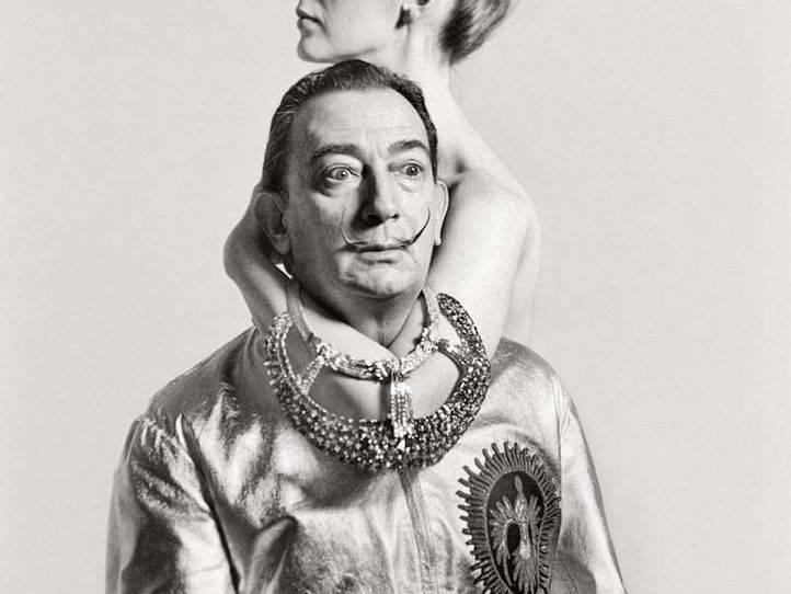 Los forenses han extraído pelo, uñas y dos huesos largos de Dalí