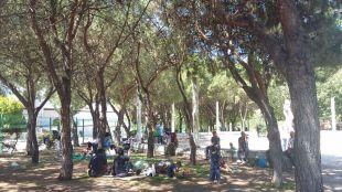 Un grupo de refugiados sirios acampa en Ciudad Lineal.