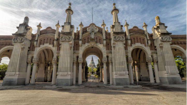Pórtico del cementerio de La Almudena