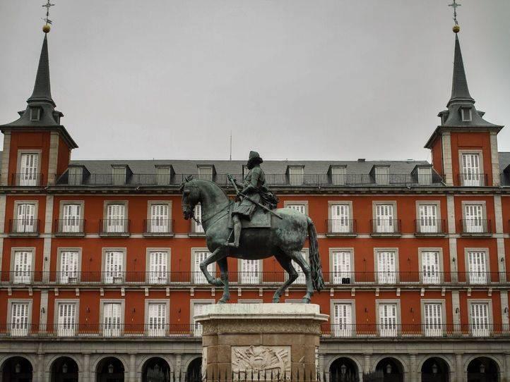 Casi 3.000 personas se reunieron en la Plaza Mayor para ver Il trovatore