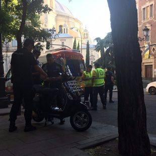 Grave una mujer de 86 años, tras ser atropellada por una moto en la calle Bailén
