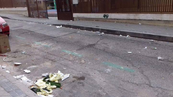 La basura se acumula en los alrededores de la Plaza Ángel Carbajo.
