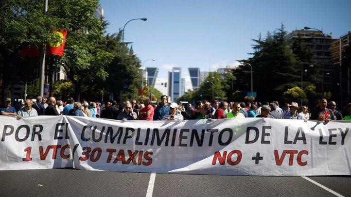 Manifestación del colectivo del taxi por el cumplimiento de la proporcinalidad 1a 30 en las licencias de vehículos de transporte con conductor (VTC).