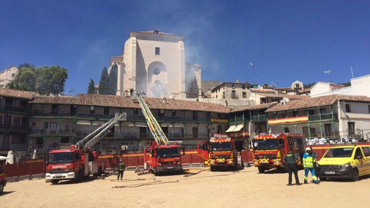 Arde el tejado de un restaurante de la Plaza Mayor de Chinchón