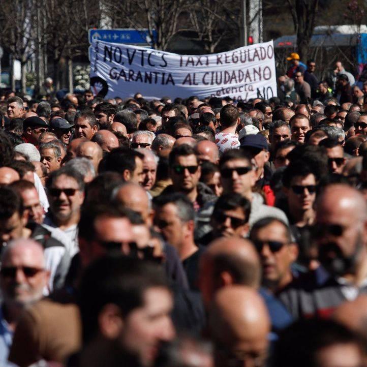 Los taxistas vuelven a parar Madrid para exigir a Fomento medidas contra el