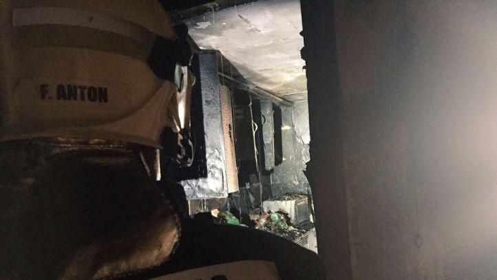 Un aparatoso incendio en una vivienda en Alcobendas se salda con 11 intoxicados por humo