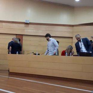 La oposición abandonando el Pleno de Las Rozas.