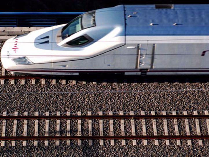 Foto de archivo: Tren S-102 de Renfe.