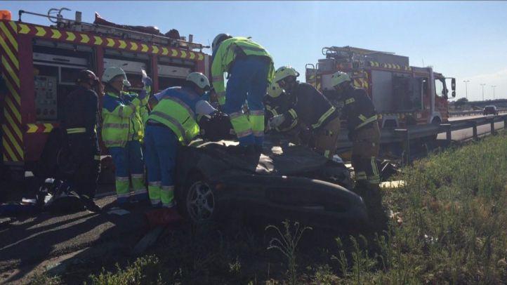 Hospitalizada una mujer tras salirse de la vía con su coche descapotable en la M-50