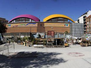 Campo de la Cebada y cúpulas coloreadas del mercado