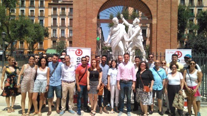 Juan Lobato presenta a su equipo en la Plaza del 2 de Mayo