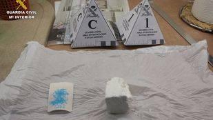 Material incautado en el desmantelamiento de un punto de venta de droga en Sevilla la Nueva