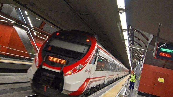 Tren de Cercanias Renfe en la estación de Sol.