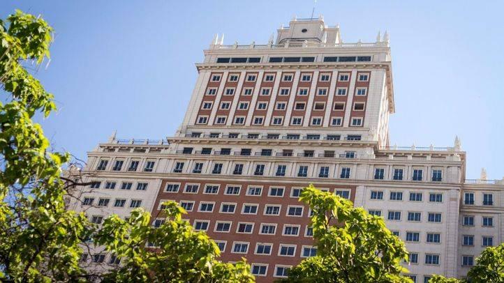 Fachada principal del edificio España en la plaza de España.