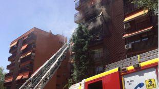 Incendio en la calle Hermanos García, en el distrito Puente de Vallecas.