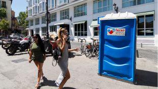 La experiencia piloto de los urinarios públicos de Centro, también para mujeres