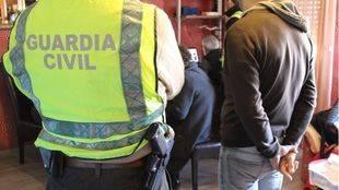 La Guardia Civil en el momento de una detención. (Archivo)
