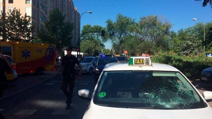 El taxi que ha atropellado a un anciano en la avenida Monforte de Lemos