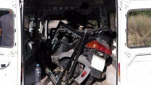 Un hombre transportaba en su furgoneta una motocicleta robada.