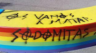 Pintadas homófobas en Torrelodones: 'Maricones no bienvenidos'