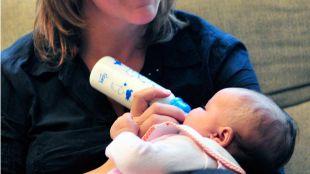El 99,65% de los niños nacidos en julio mantienen el apellido paterno
