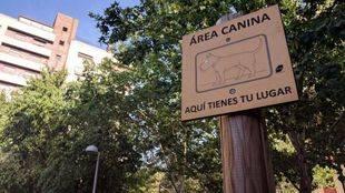 Cartel área canina de Arganzuela.