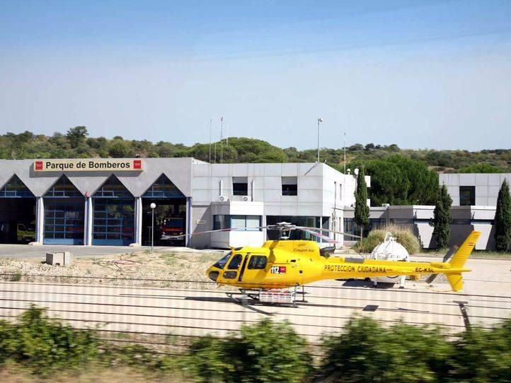 Parque de bomberos y helicóptero. (Archivo)