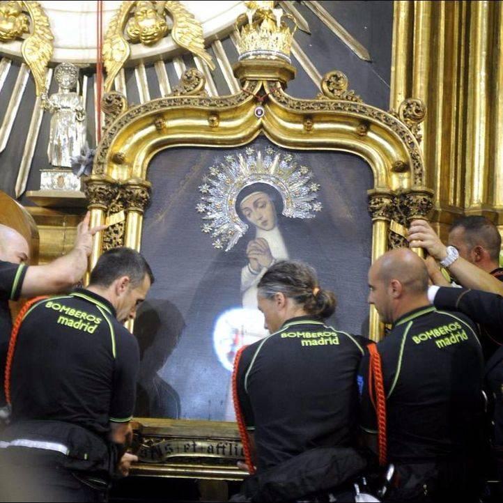 El Ayuntamiento instalará una pantalla fuera de la parroquia para seguir en la plaza la misa de La Paloma